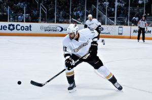 800px-Mike_Brown_(ice_hockey)