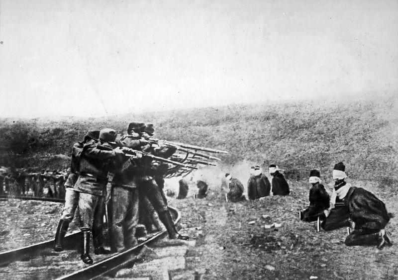 800px-Austrians_executing_Serbs_1917