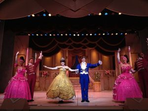 800px-beauty_and_the_beast_live_on_stage_at_disneys_hollywood_studios_in_orlando_fl